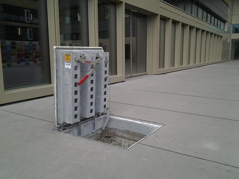 Uscita d'emergenza con molle a gas (D400)
