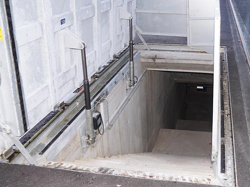 Sortie de secours avec système hydraulique (C250)