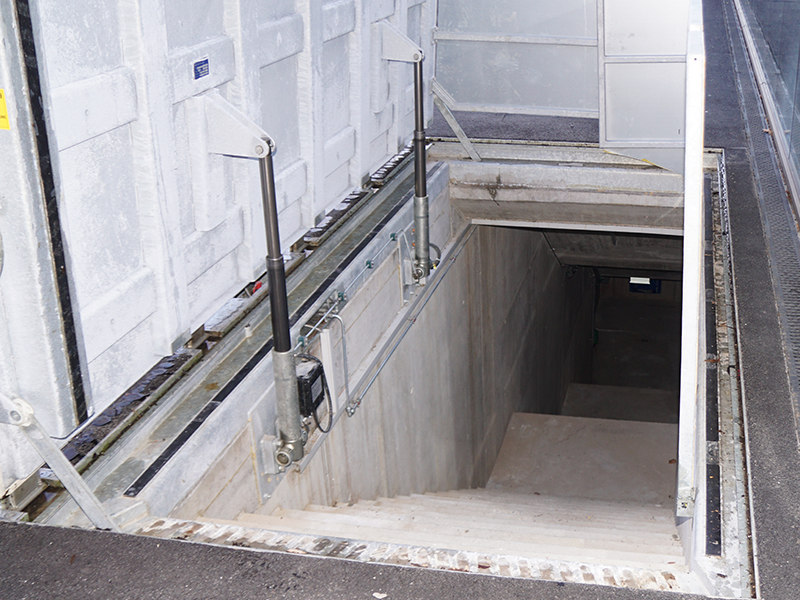 Emergency exit with hydraulic system (C250)