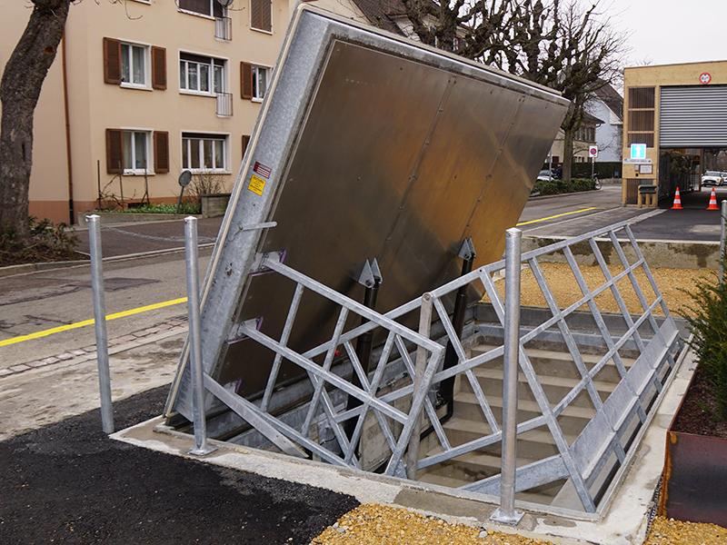 Sortie de secours avec système hydraulique (B125)