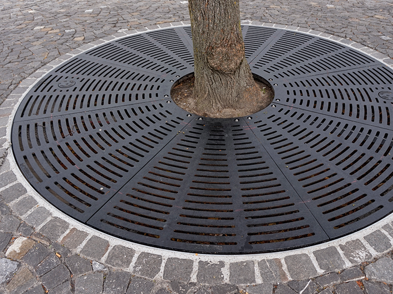 Tree-protection grating