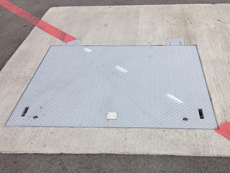 Porte a pavimento con aiuto d'apertura B125