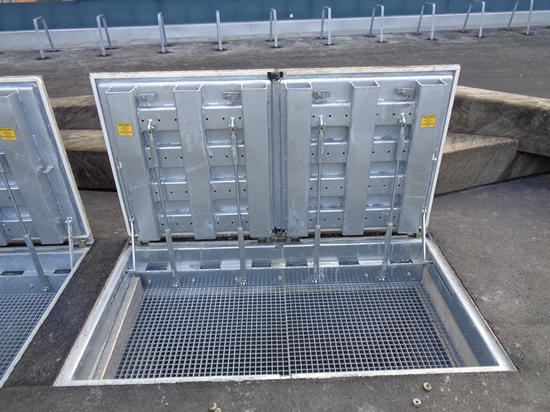 RWA Cover with gas struts B125
